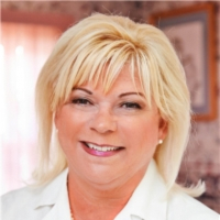 Photo of Dr. Laura J. Amann